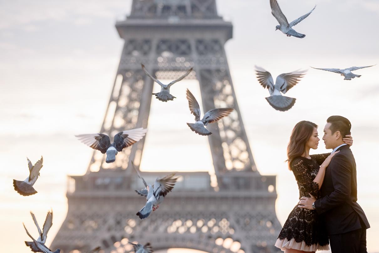Eiffel Tower sunrise engagement photos in Paris pidgeons