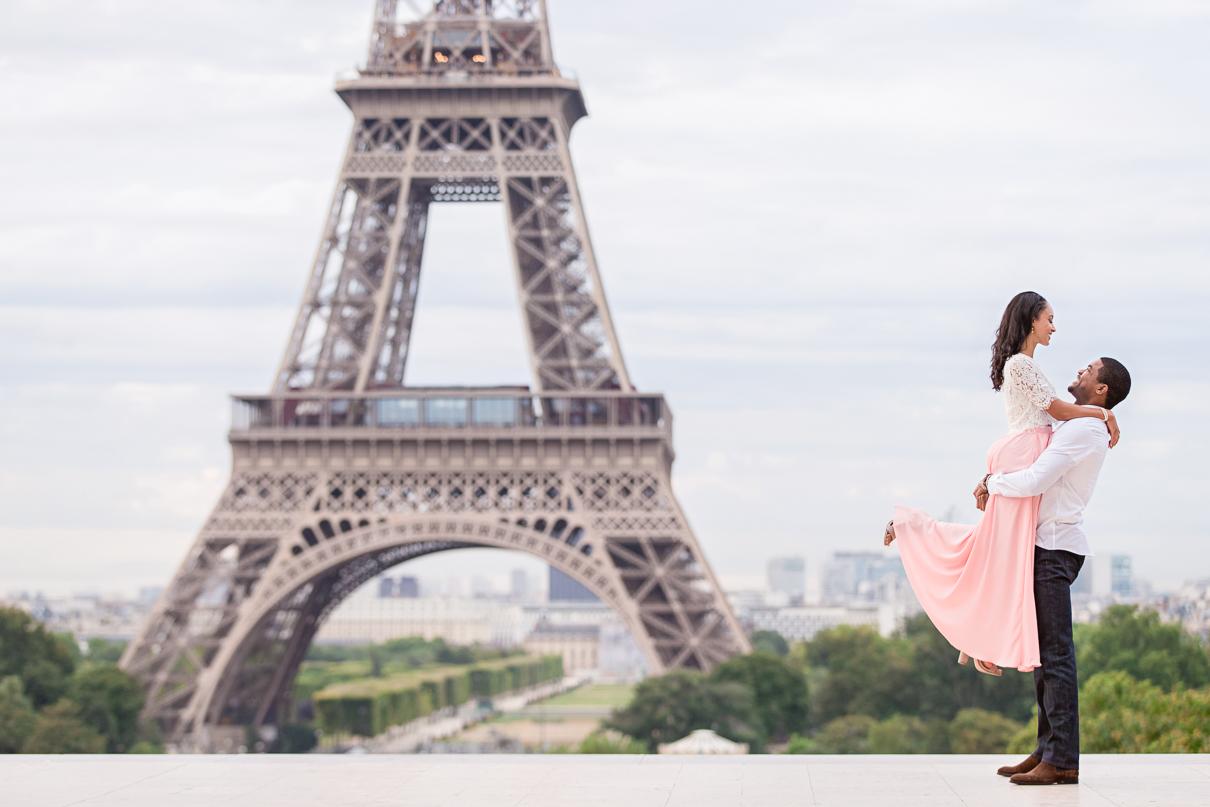 Paris Eiffel Tower engagement photographer