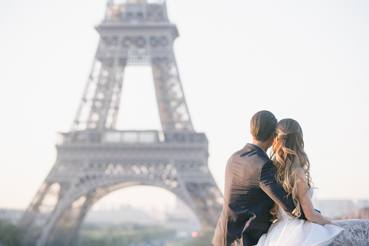 Paris pre wedding photos at the Eiffel Tower