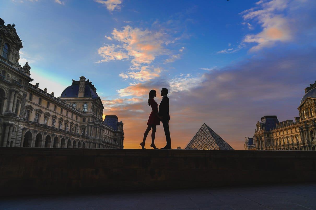 Louvre Musuem Paris engagement session